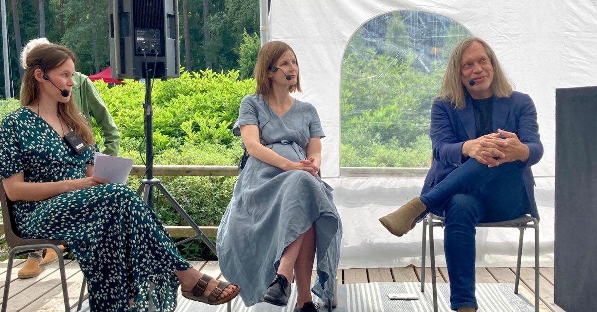 Haagan puistofilosofia vei keskustelut lähelle ihmisiä ja sai aikaan yleisöryntäyksen – paikallisuus koettiin tärkeäksi